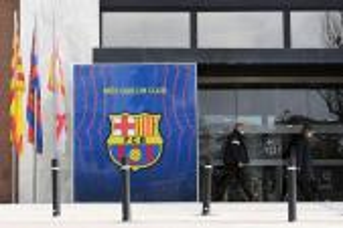 برشلونة يرد على اقتحام الشرطة واعتقال بارتوميو