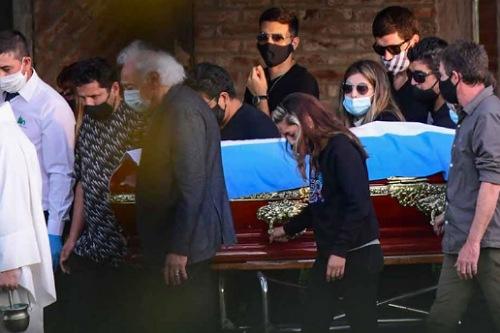 القضاء الأرجنتيني يؤكد أن ورثة دييغو مارادونا هم أبناؤه الخمسة