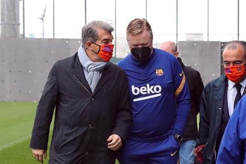 لابورتا يشجع برشلونة وكومان ينتقد التحكيم