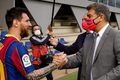 لابورتا: مقتنع تماما بأن ميسي يريد البقاء مع برشلونة