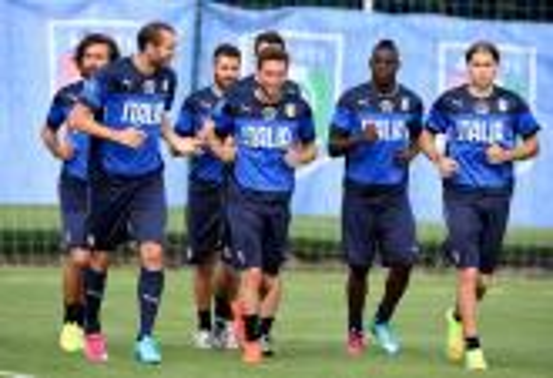 أحد نجوم منتخب إيطاليا ينضم رسميا إلى سان بطرسبورغ الروسي
