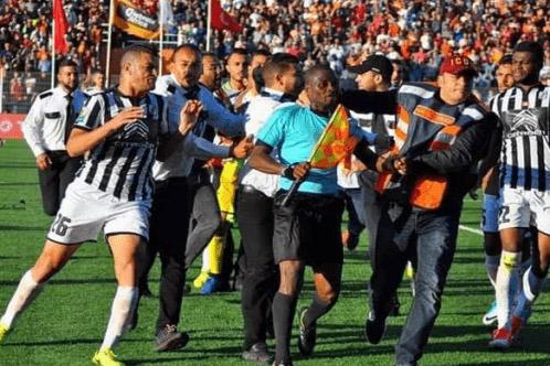 الصفاقسي التونسي يدعي إصابة لاعبيه بكسور أمام بركان وكاف يصدر قراره