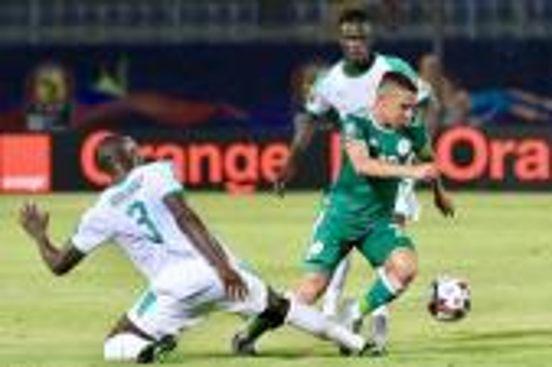 إسماعيل بن ناصر أفضل لاعب في أمم إفريقيا