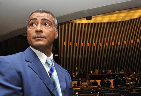 روماريو يطالب بسجن مسؤولي الاتحاد البرازيلي