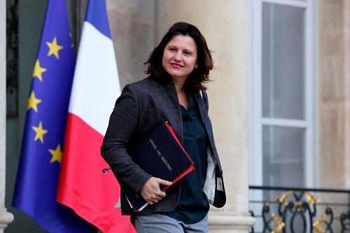 وزيرة الرياضة الفرنسية سعيدة بعودة الجماهير