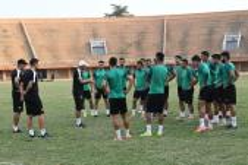 عموتة يستدعي 26 لاعبا محليا لمعسكر تدريبي بمركب محمد السادس