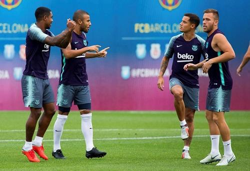 """ألكانتارا يُصدر أزمة قوية داخل برشلونة بسبب """"زحمة"""" لاعبي الوسط"""