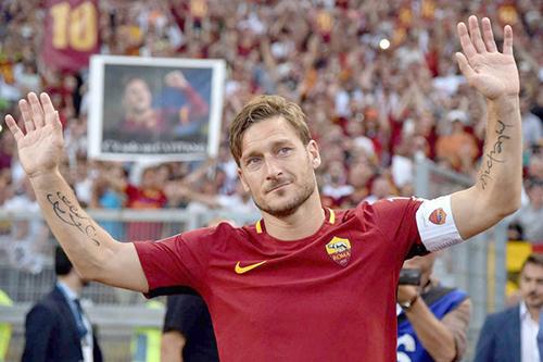 فرانشيسكو توتي يرحل عن روما ويهاجم مالكي النادي