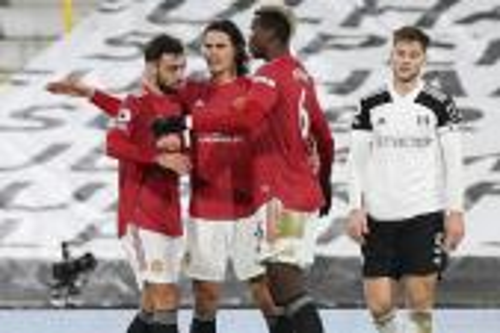 مانشستر يونايتد يستعيد صدارة الدوري الإنجليزي بثنائية في فولهام