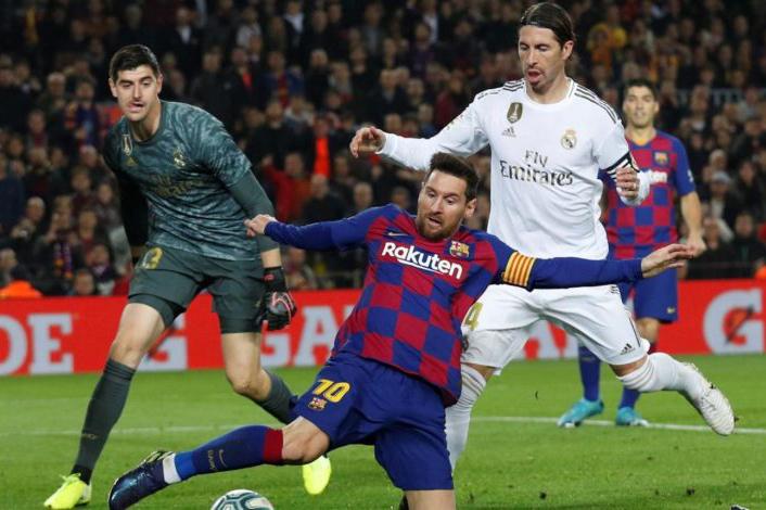 """مواجهة الكلاسيكو بين برشلونة والريال """"حديث الساعة"""" في الدوري الإسباني"""