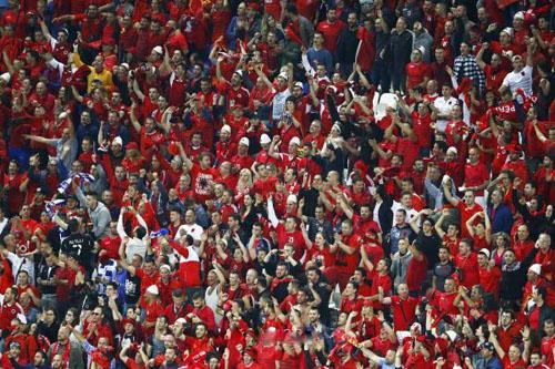 اليويفا يدين ألبانيا ورومانيا بسبب شغب الجماهير
