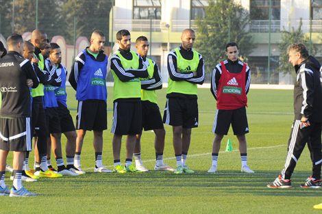 """منتخب الجزائر في """"مهمة مستحيلة"""" أمام السنغال للتأهل لدور الثمانية"""
