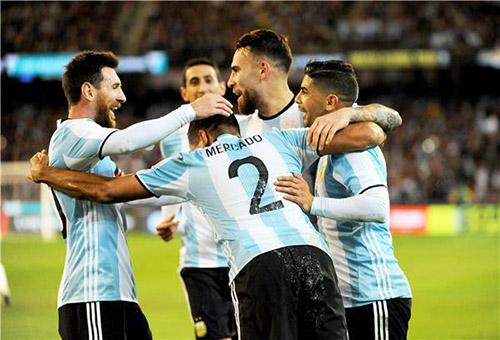 سامباولي يستهل مهمته مع الأرجنتين بفوز على البرازيل