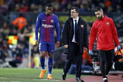 سيميدو يغادر المستشفى ويغيب عن برشلونة