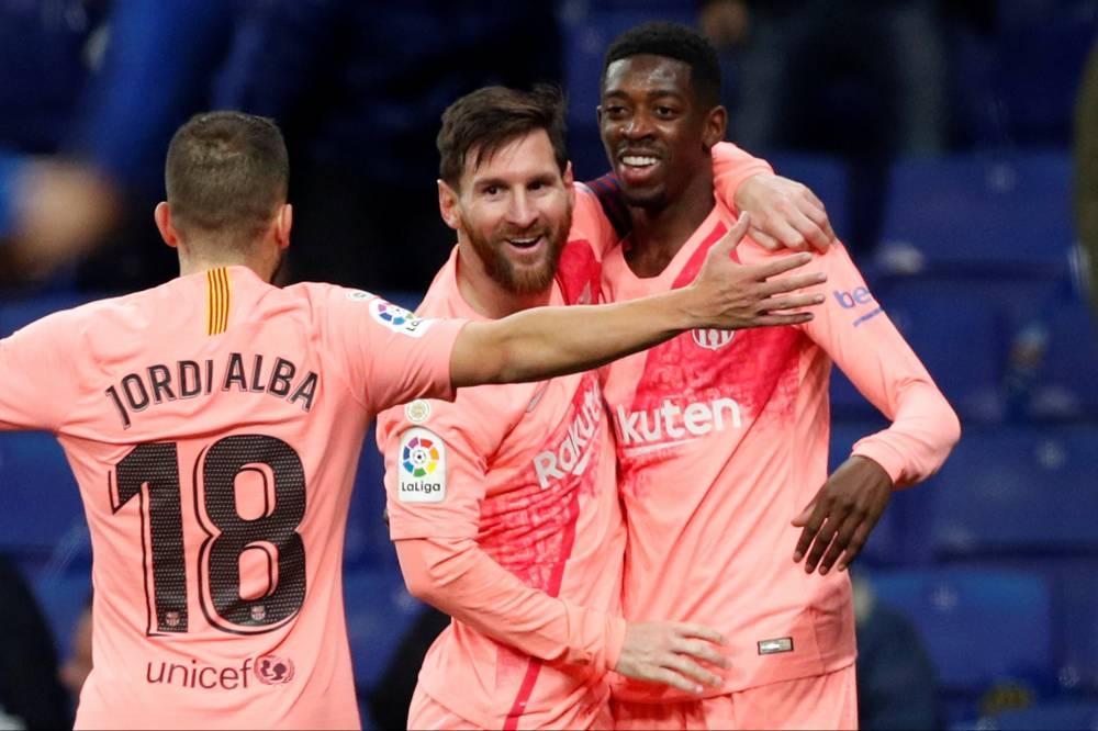 """ميسي يقود برشلونة للتلاعب بإسبانيول في """"الديربي"""" والانفراد بالصدارة"""