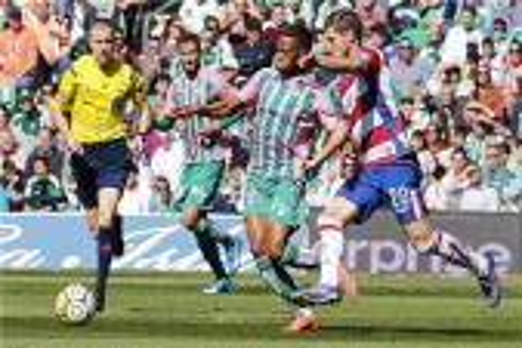 ريال بيتيس بعشرة لاعبين يهزم غرناطة في الليغا