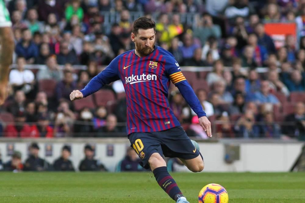 """""""هاتريك"""" ميسي يقود برشلونة للثأر من بيتيس برباعية في الدوري الإسباني"""