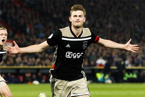 الموهبة دي ليخت يحدد مستقبله بعد نهاية دوري الأمم الأوروبية