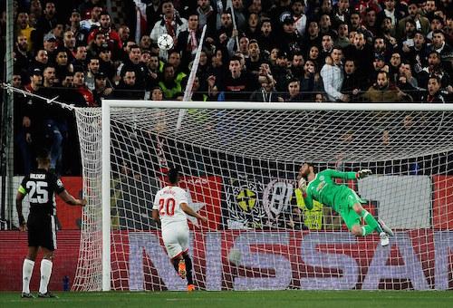 دي خيا يتألق ويمنح مانشستر يونايتد تعادلا ثمينا مع إشبيلية في دوري أبطال أوروبا