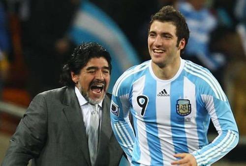 مارادونا: لا يمكنني لوم اللاعب.. لكن يؤلمني كثيرا انتقال إيغواين ليوفنتوس