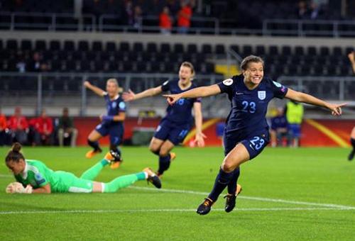 إنجلترا تقترب من التأهل في يورو السيدات بثنائية أمام إسبانيا