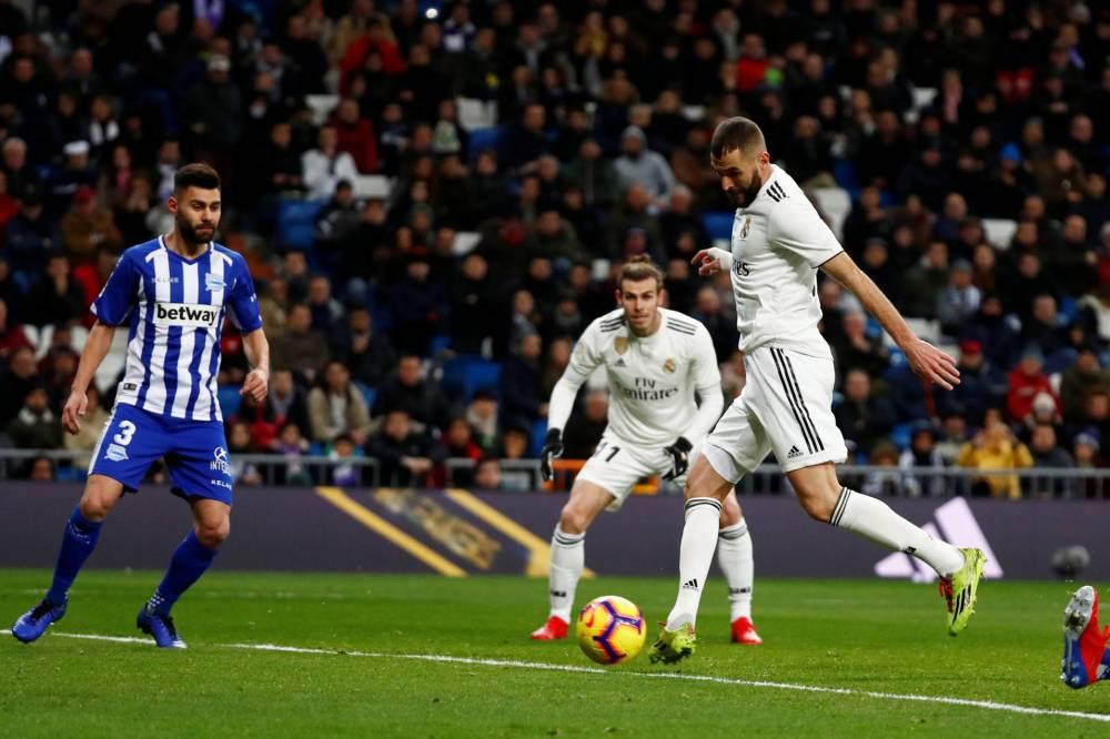 ريال مدريد ينذر برشلونة بثلاثية في ألافيس بالدوري الإسباني