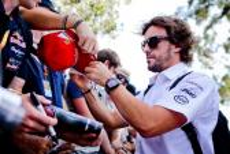 """ألونسو يعود لسباقات """"الفورمولا1"""" بالبحرين بعد حادثة """"ملبورن"""""""