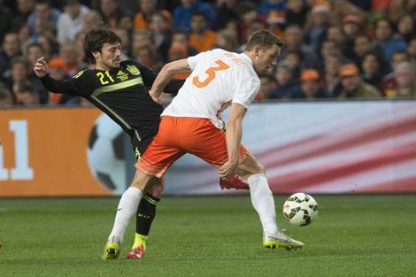 مدرب هولندا يتشبث بأمل التأهل لليورو