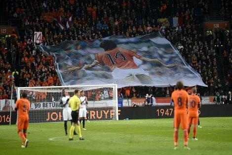 فرنسا تهزم هولندا وديا في مباراة تكريم كرويف