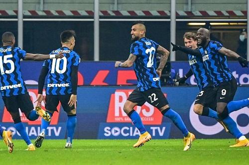 إنتر ميلان يوقف انتصارات يوفنتوس ويتغلب عليه بثنائية نظيفة في الدوري الإيطالي