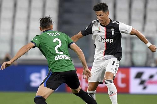 رونالدو يقود يوفنتوس لتعادل مثير مع أتالانتا في الدوري الإيطالي
