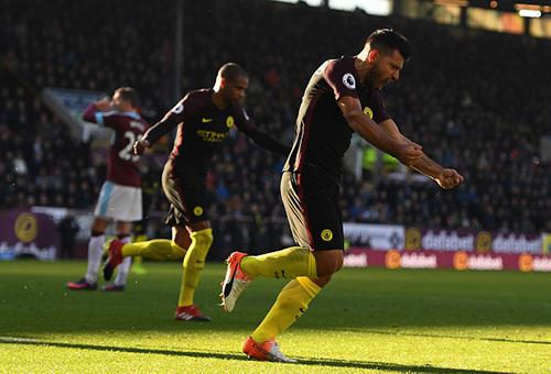 أغويرو يقود مانشستر سيتي لتحقيق فوز صعب على بيرنلي في الدوري الإنجليزي