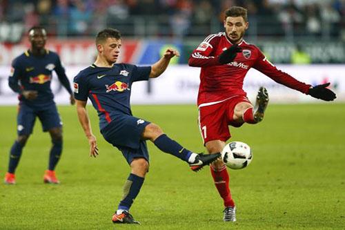 لايبزيغ يجدد عقد لاعبه حتى 2021