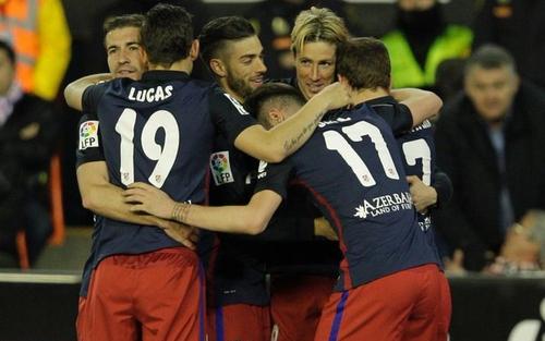الاتحاد الفرنسي يعلن إصابة مدافع أتلتيكو مدريد