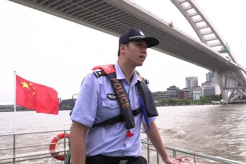 من بطل أولمبي في السباحة إلى شرطي-منقذ... الحياة الجديدة للصيني هايكي