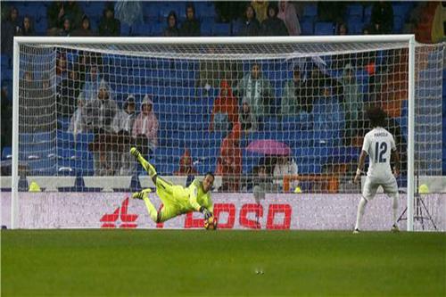 """نافاس سعيد ب""""المكافأة"""" بعد 50 مباراة مع ريال مدريد بالليغا"""