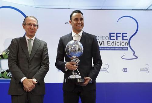 """نافاس يتسلم جائزة أفضل لاعب """"إيبروأمريكي"""""""