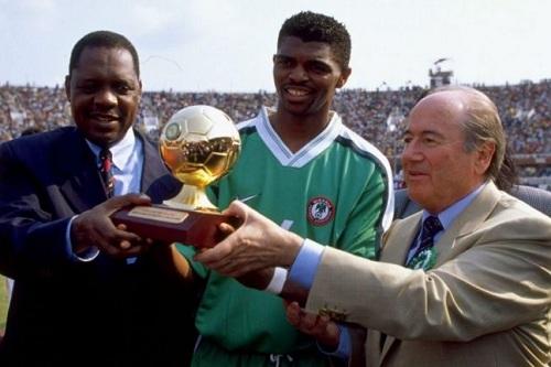 """النيجيري كانو عاش """"أتعس يوم"""" في حياته بعد اختفاء ميدالياته وجوائزه"""