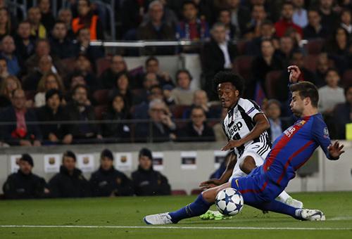 كوادرادو: لعبنا أمام برشلونة مثل الفرق العظيمة