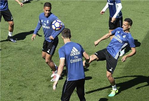 ريال مدريد يستعد للإياب أمام برشلونة بدون راحة