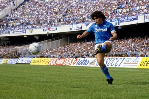 رئيس نابولي يوافق على تسمية ملعب سان باولو باسم مارادونا