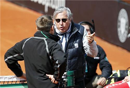 إيقاف مدرب رومانيا للتنس بسبب عنصريته ضد سيرينا