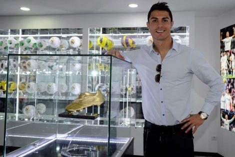 كريستيانو رونالدو يفتتح متاجره الرسمية بالمغرب