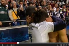 رونالدو وعناق أحد المشجعين
