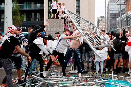 """ويفا"" يصدر عقوبته ضد إنجلترا بعد أحداث نهائي يورو 2020"