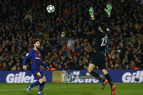 ضغطٌ جماهيري أمريكي لنقلِ مُباراة ياسين بونو أمام برشلونة خارج إسبانيا