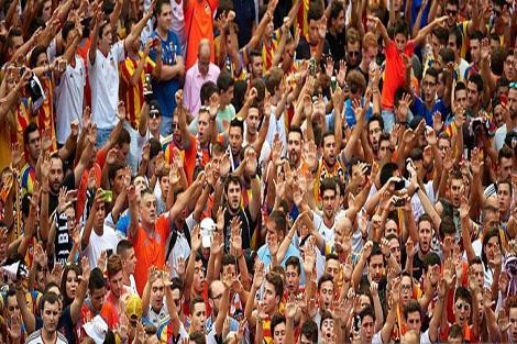 مشجعو فالنسيا يدعمون أيستاران واللاعبين